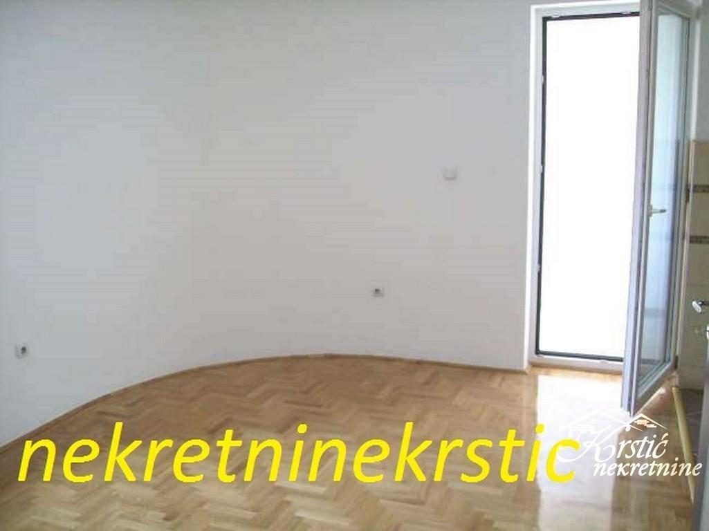 Stan Centar 30m2 ID 012